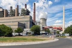 Trabalhadores que saem porta de fábrica do central elétrica a carvão Frimmersdorf em Alemanha Imagens de Stock Royalty Free