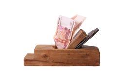 Trabalhe e ganhe Madeira velha as cédulas do rublo da plaina e de russo Fotos de Stock Royalty Free