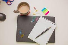Trabalhe o desktop com caderno, fontes e o portátil fechado Foto de Stock Royalty Free