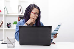 Trabalho com o laptop Imagens de Stock