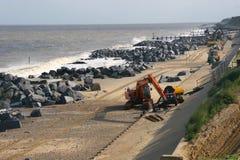 Trabalho da defesa de mar na costa leste de Inglaterra Fotografia de Stock Royalty Free