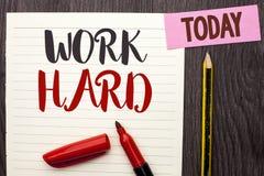 Trabalho da exibição da nota da escrita duramente Ação apresentando da realização da motivação da ambição do esforço do sucesso d Imagem de Stock