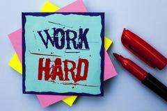 Trabalho da exibição da nota da escrita duramente Ação apresentando da realização da motivação da ambição do esforço do sucesso d Fotografia de Stock