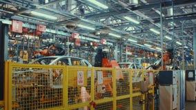 Trabalho da robótica do Time Lapse na linha de produção de carro vídeos de arquivo