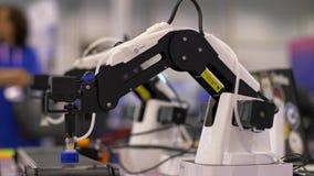 Trabalho da robótica na linha de produção filme