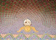 Trabalho de arte no palácio da cidade de Jaipur imagens de stock