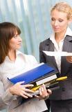 Trabalho de duas mulheres de negócio Foto de Stock