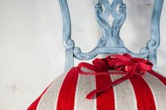 Trabalho de estofamento Cadeira de madeira pintada com tela bonita Fotos de Stock