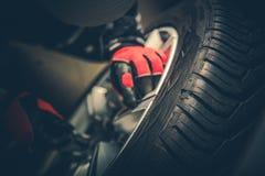 Trabalho de reparo do pneu do Vulcanizer fotos de stock royalty free