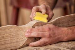 Trabalho do carpinteiro com de madeira fotografia de stock