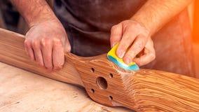 Trabalho do carpinteiro com de madeira imagem de stock royalty free