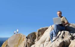 Trabalho do homem ao ar livre Fotografia de Stock Royalty Free