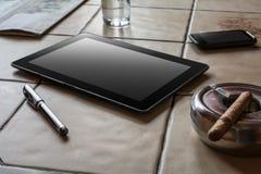 Trabalho do negócio com tabuleta, Smartphone e um charuto Fotos de Stock Royalty Free