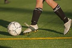 Trabalho do pé do futebol Fotografia de Stock