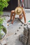 Trabalho do reparo do pavimento exterior imagens de stock royalty free