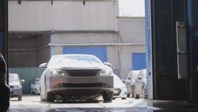 Trabalho do serviço do carro - o carro conduz à garagem Fotos de Stock Royalty Free