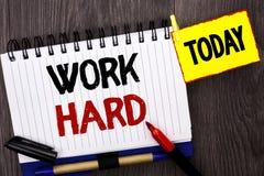 Trabalho do texto da escrita da palavra duramente Conceito do negócio para a ação da realização da motivação da ambição do esforç Fotografia de Stock Royalty Free