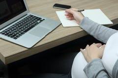 Trabalho durante a gravidez Fotografia de Stock