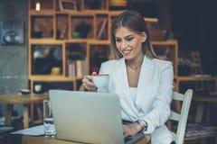 Trabalho e café imagens de stock royalty free