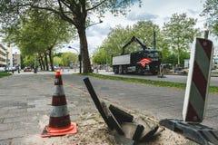 Trabalho na estrada Amsterd?o Buitenveldert fotografia de stock