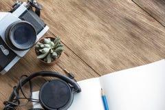 Trabalho na tabela de madeira Foto de Stock Royalty Free