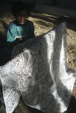 Trabalho no Batik Imagens de Stock