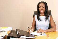Trabalho profissional da mulher de negócio no escritório Fotografia de Stock Royalty Free