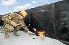 Trabalhos da coberta de telhado liso Fotografia de Stock Royalty Free