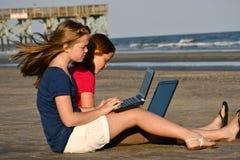 Trabalhos de casa na praia fotografia de stock