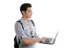 Trabalhos de casa novos masculinos do estudante com portátil Fotografia de Stock
