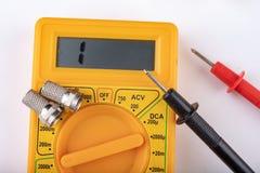Trabalhos de eletricidade pequenos em oficinas da casa Conectores para as instala??es da tev? da casa fotografia de stock