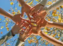 Trabalhos de equipa étnicos Fotos de Stock Royalty Free