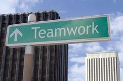 Trabalhos de equipa adiante Imagem de Stock Royalty Free