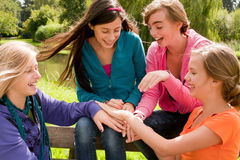Trabalhos de equipa com as meninas Foto de Stock Royalty Free