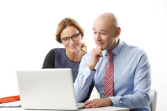 Trabalhos de equipa com computador Foto de Stock