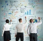 Trabalhos de equipa com projeto novo do negócio Fotos de Stock