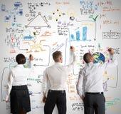 Trabalhos de equipa com projeto novo do negócio Imagens de Stock Royalty Free