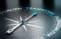 Trabalhos de equipa contra o individualismo Imagem de Stock