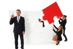 Trabalhos de equipa do negócio com enigma Imagem de Stock