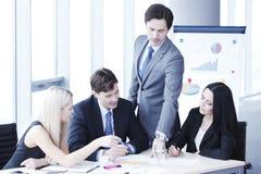 Trabalhos de equipa dos executivos Imagens de Stock
