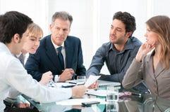 Trabalhos de equipa e cooperação Foto de Stock