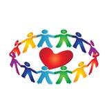 Trabalhos de equipa em torno do coração Foto de Stock Royalty Free
