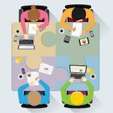 Trabalhos de equipa na mesa redonda, ilustração Fotos de Stock Royalty Free