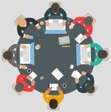 Trabalhos de equipa para a mesa redonda Estratégia empresarial do sucesso Imagem de Stock