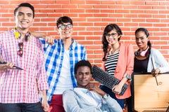 Trabalhos de equipa Start-up do international do negócio Fotografia de Stock Royalty Free