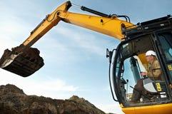 Trabalhos do carregador de máquina escavadora Fotos de Stock Royalty Free