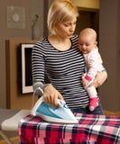 Trabalhos domésticos e maternidade Imagem de Stock
