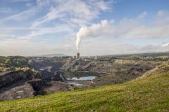 Trabalhos e pedreira do cimento de Ribblesdale perto de Clitheroe Imagens de Stock Royalty Free