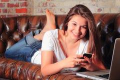 Trabalhos em rede adolescentes pro fotografia de stock royalty free