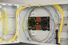 Trabalhos em rede de fibra ótica da fibra do quadro de distribuição fotos de stock